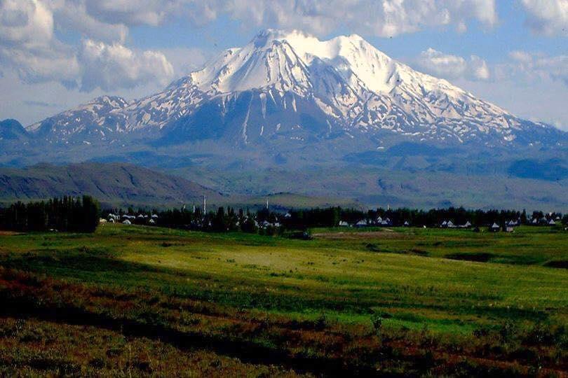 KURDISTAN'S MOUNTAINS